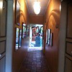 Casa de Poesía Silva, pasillo para ir a la librería y a la fonoteca