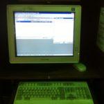 Computador con el catálogo de la Biblioteca de la Casa de Poesía Silva