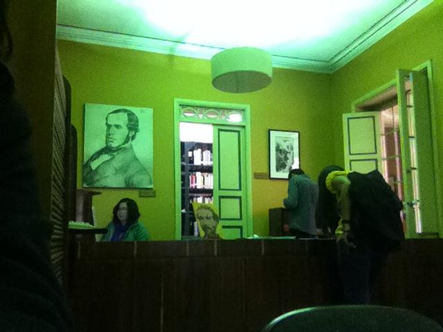 Biblioteca de la Casa de Poesía Silva