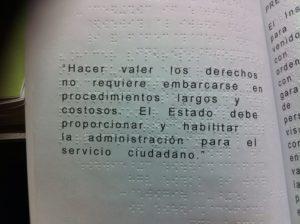 Detalle de libro en braille