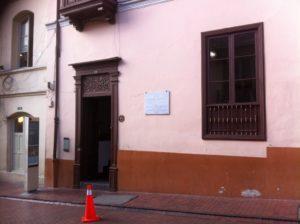 Placa en el exterior de la Casa de Rafael Pombo