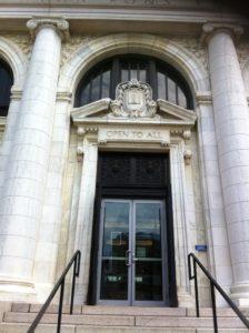"""""""Open to all"""" (Abierta a todos): Biblioteca Metropolitana de Columbus, Ohio"""