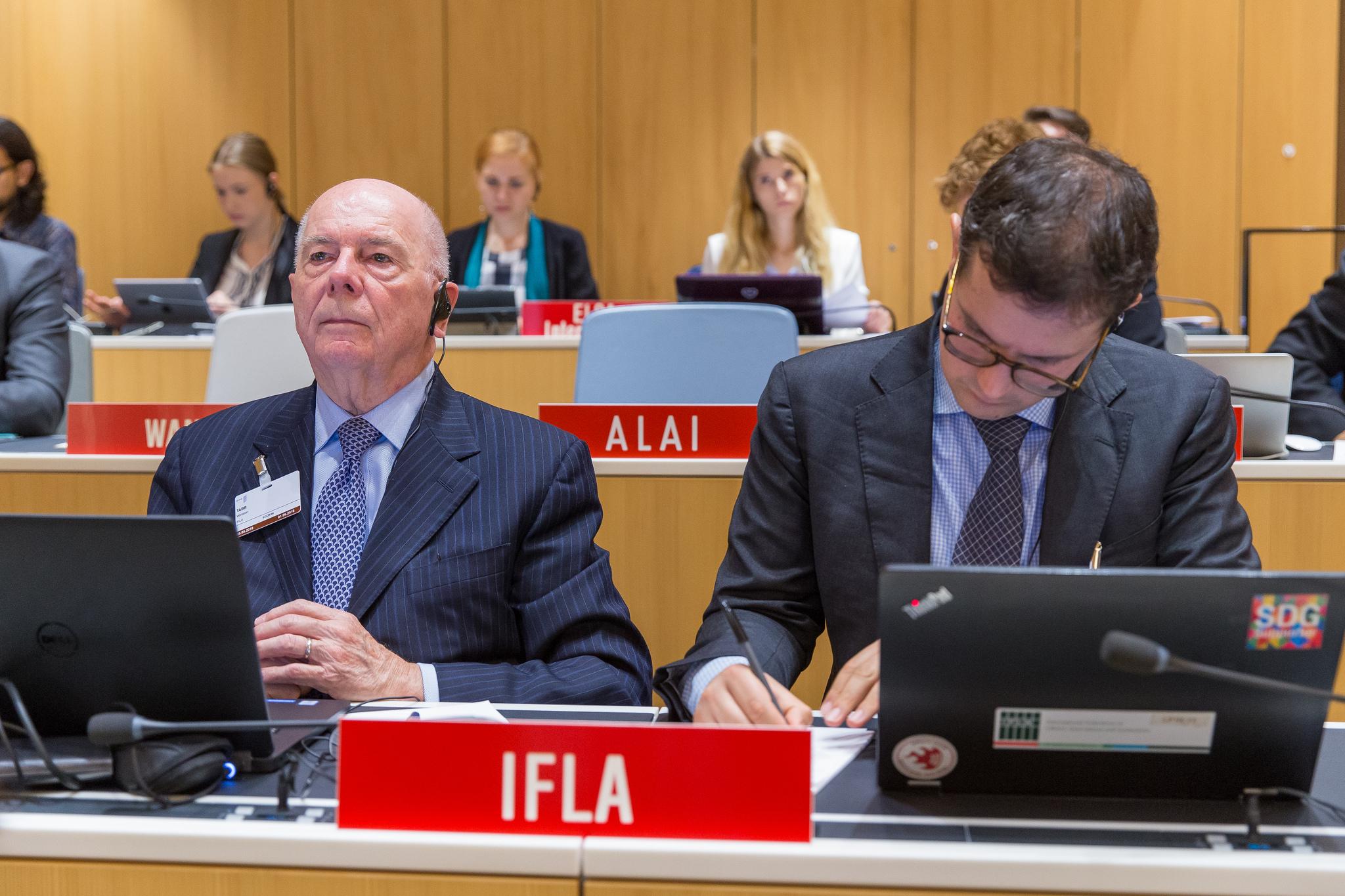 Winston Tabb, coordinador de IFLA en el SCCR y Stephen Wyber, gestor de políticas y advocacy de IFLA en el SCCR36