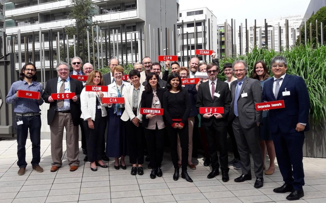 Organizaciones de la sociedad civil de bibliotecas, archivos y museos en el SCCR36 en la OMPI en Ginebra (Suiza). Foto: IFLA