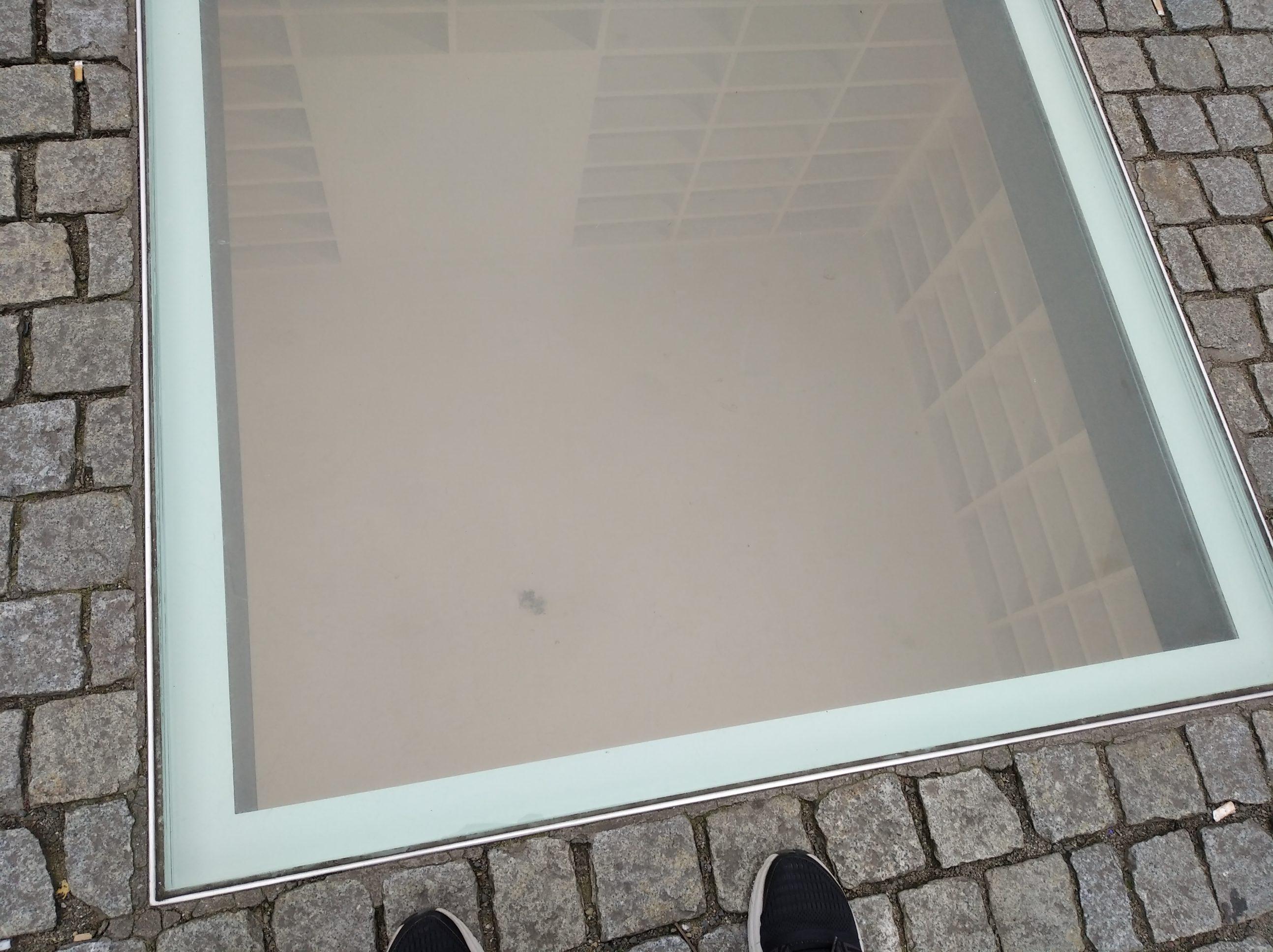 Monumento contra la quema de libros en Berlín